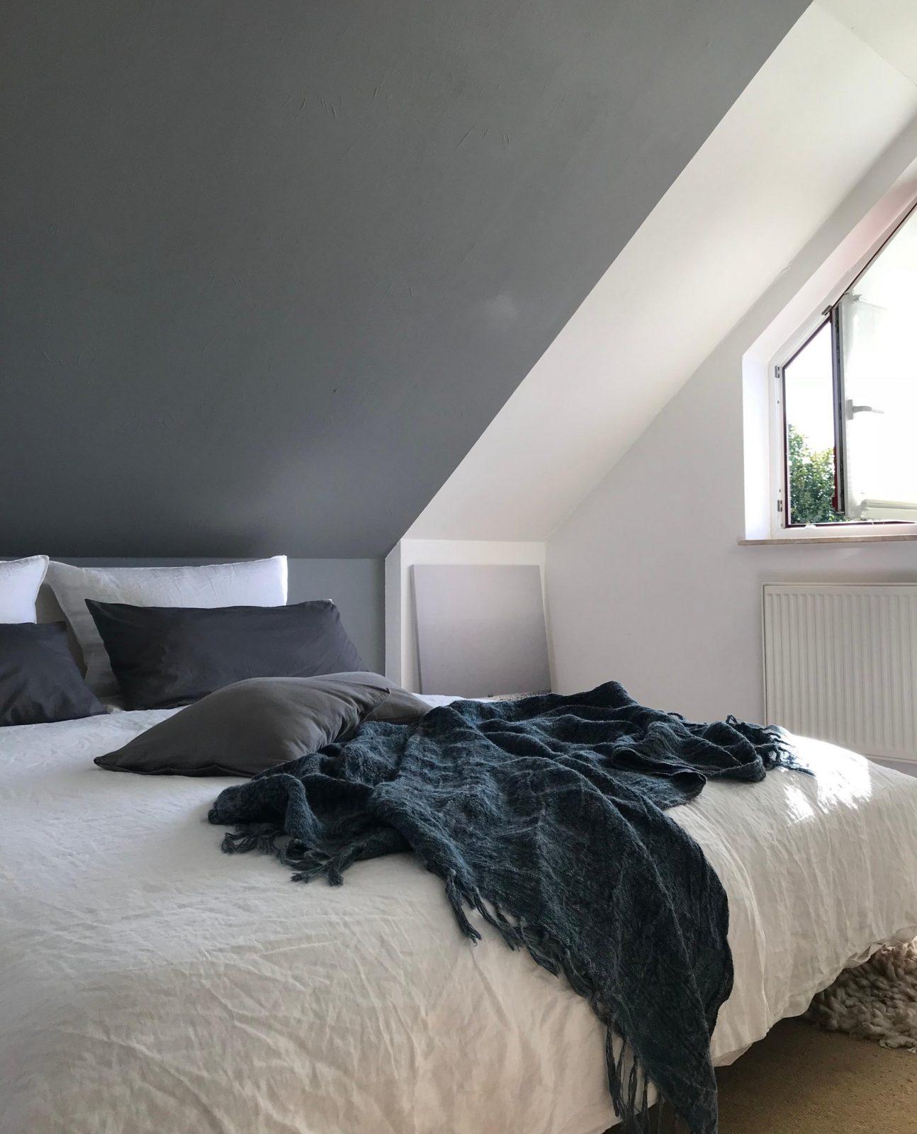 Dachschrägen Platz Optimal Ausnutzen So Geht's von Zimmer Mit Dachschrägen Tapezieren Photo
