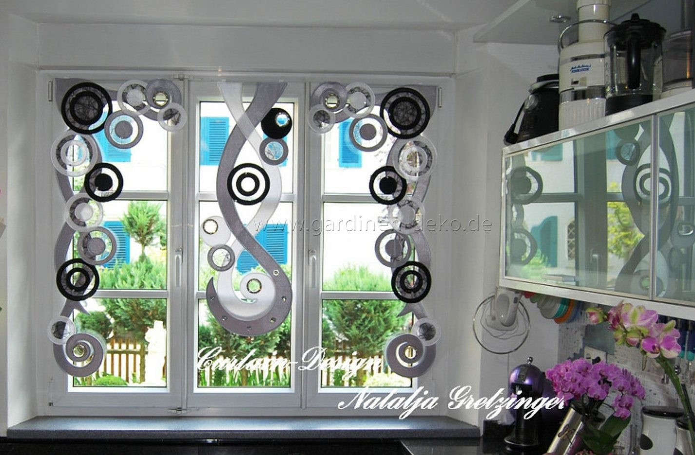 Deko Vorhang In Schwarzgrau Für Die Küche  Gardinendeko von Gardinen Schwarz Weiß Grau Bild