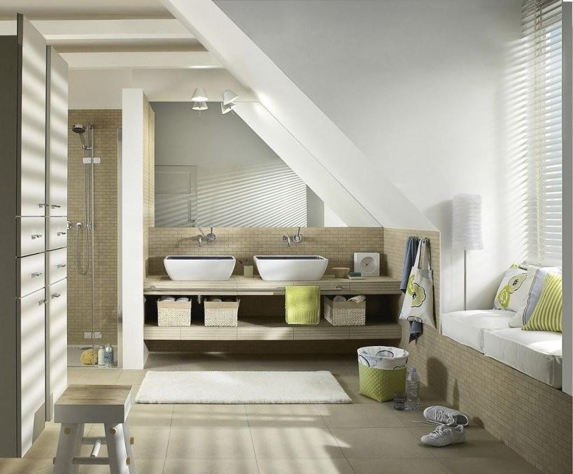 Der Dachschräge Ein Schnippchen Schlagen  Haustec von Bad Mit Dachschräge Planen Bild