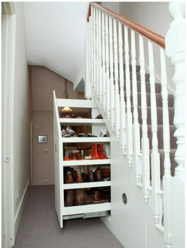 Der Treppen Stauraum Ist Praktisch Bei Engen Fluren  Living von Schuhschrank Unter Der Treppe Bild