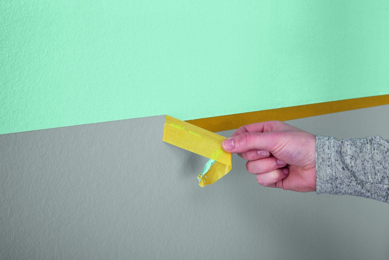 Die Richtige Technik Für Saubere Kanten Alpina Innen Streichen von Wand Streichen Streifen Abkleben Bild
