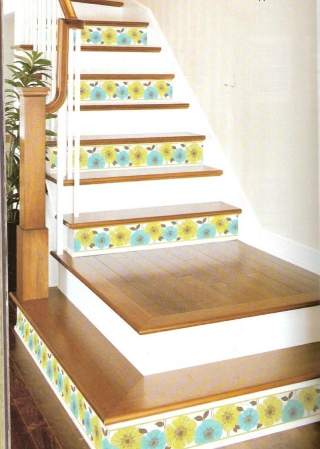 Die Treppe Dekorieren  Ideen Mit Farbe Tapetenresten  Wandsticker von Treppe Streichen Welche Farbe Bild