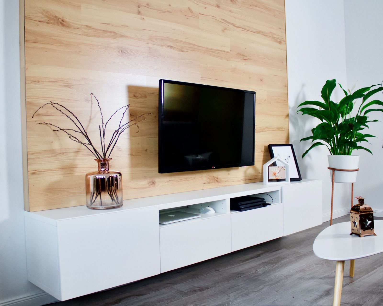 Diy Tvwand Aus Holz Bauen  Decor Inspiration  Tv Wand Holz Tv von Holzwand Wohnzimmer Selber Bauen Bild