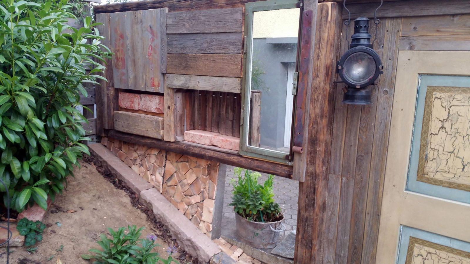 Diy Vintage Gartenzaun  Sichtschutz Aus Verschiedenen Elementen Und von Kreativer Sichtschutz Selber Bauen Photo