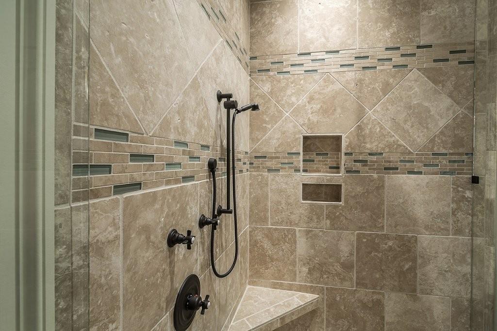 Dusche Fliesen ▷ Vorteile Nachteile  Vorbereitung Des Untergrunds von Fliesen In Steinoptik Für Dusche Bild