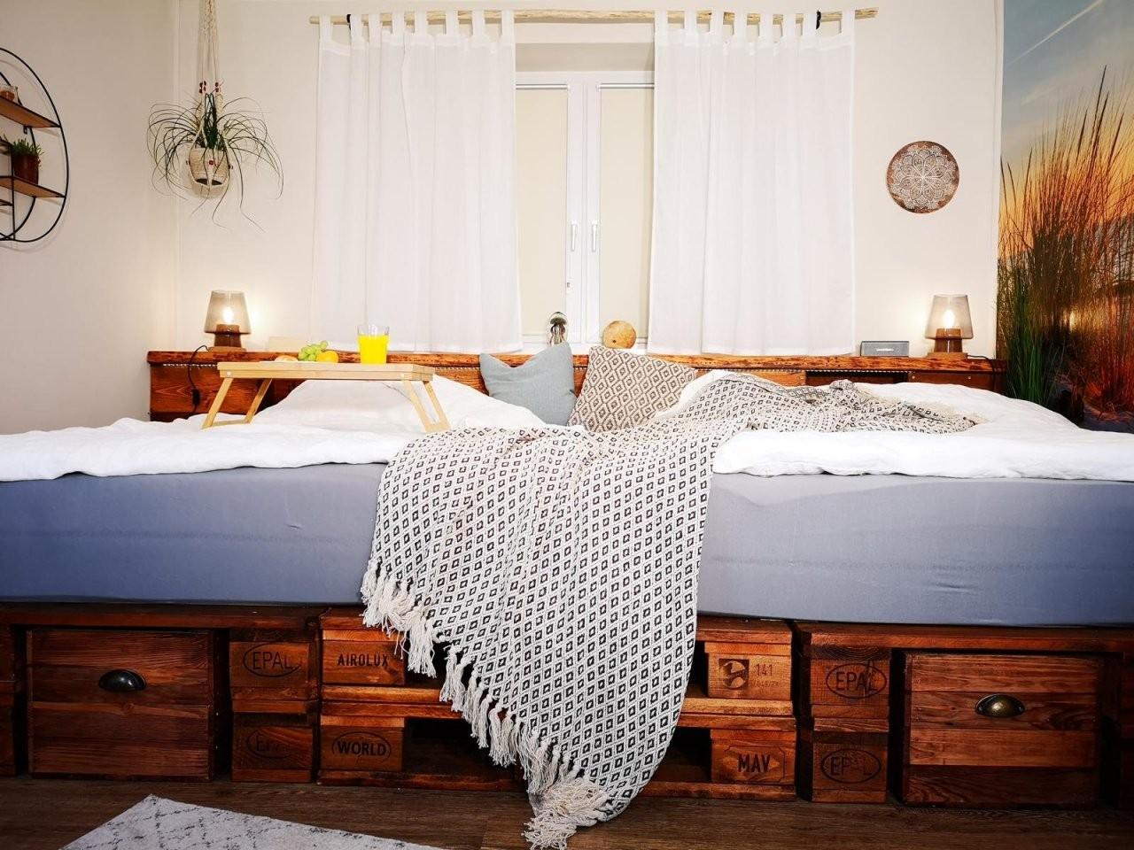 ᐅ Palettenbett Selber Bauen  Kaufen  Europaletten Bett von Bett Mit Stufen Selber Bauen Photo