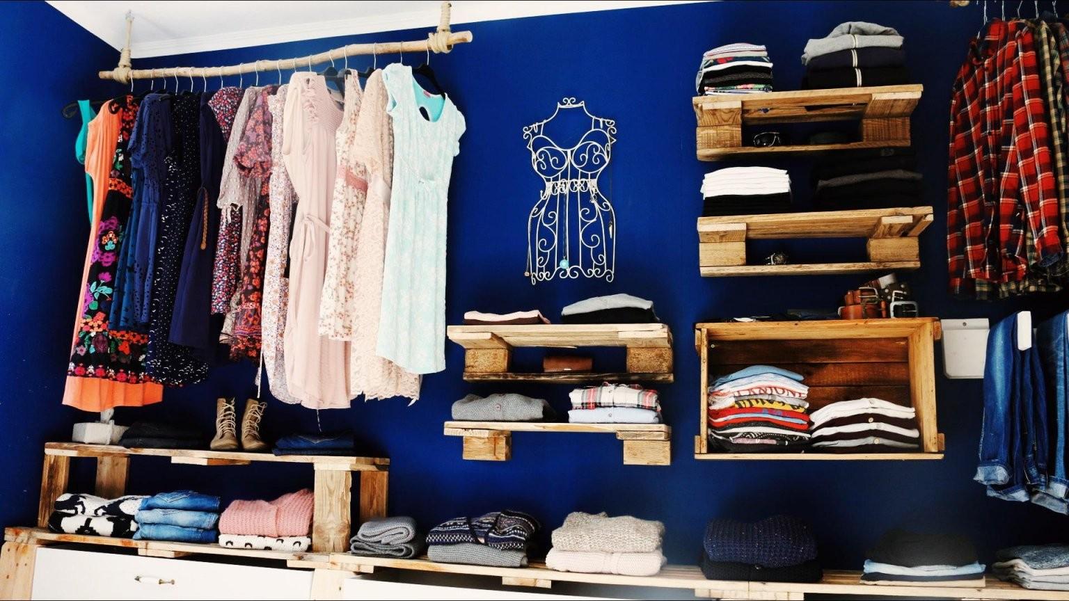 ᐅ Schrank Aus Paletten  Begehbarer Kleiderschrank Aus Paletten von Regalsystem Kleiderschrank Selber Bauen Bild