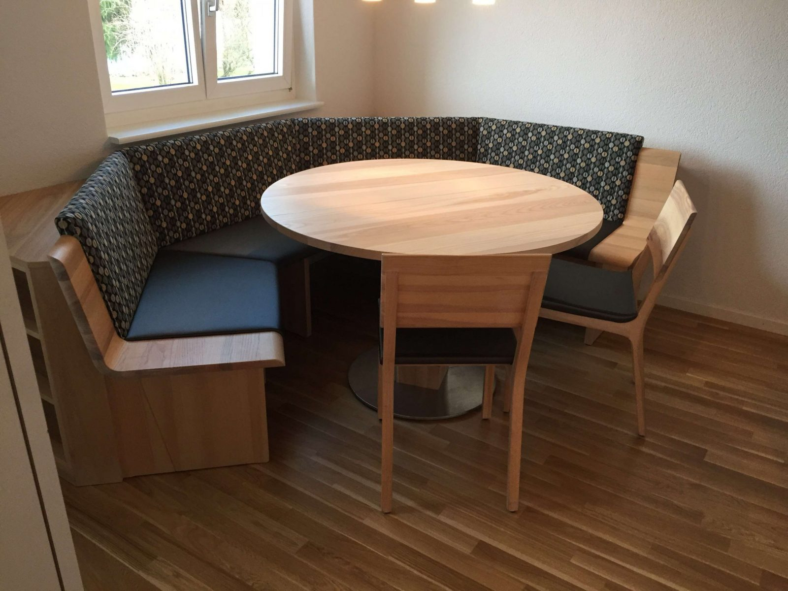 Eckbank Mit Tisch Für Balkon Inspiration Von Kleiner Tisch Für von Balkon Eckbank Mit Tisch Bild