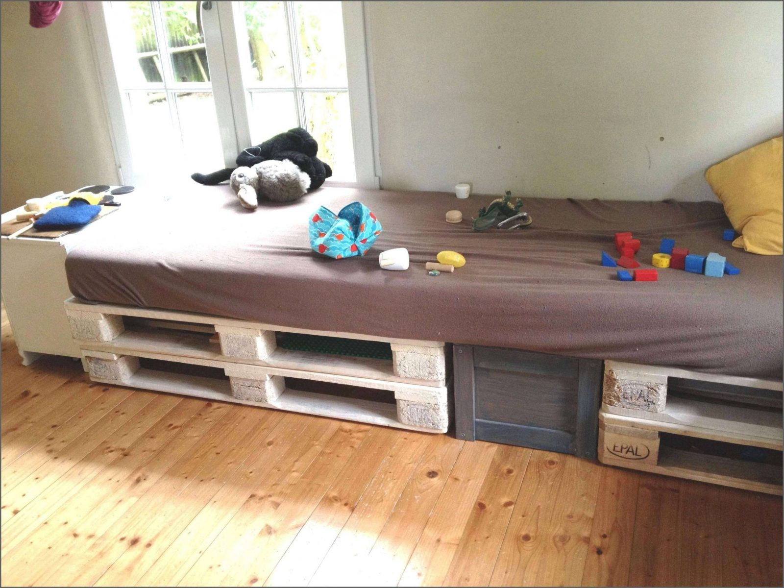 Ehrfürchtig Bett Podest Selber Bauen Bezüglich Regal Treppe Von von Bett Mit Stufen Selber Bauen Photo