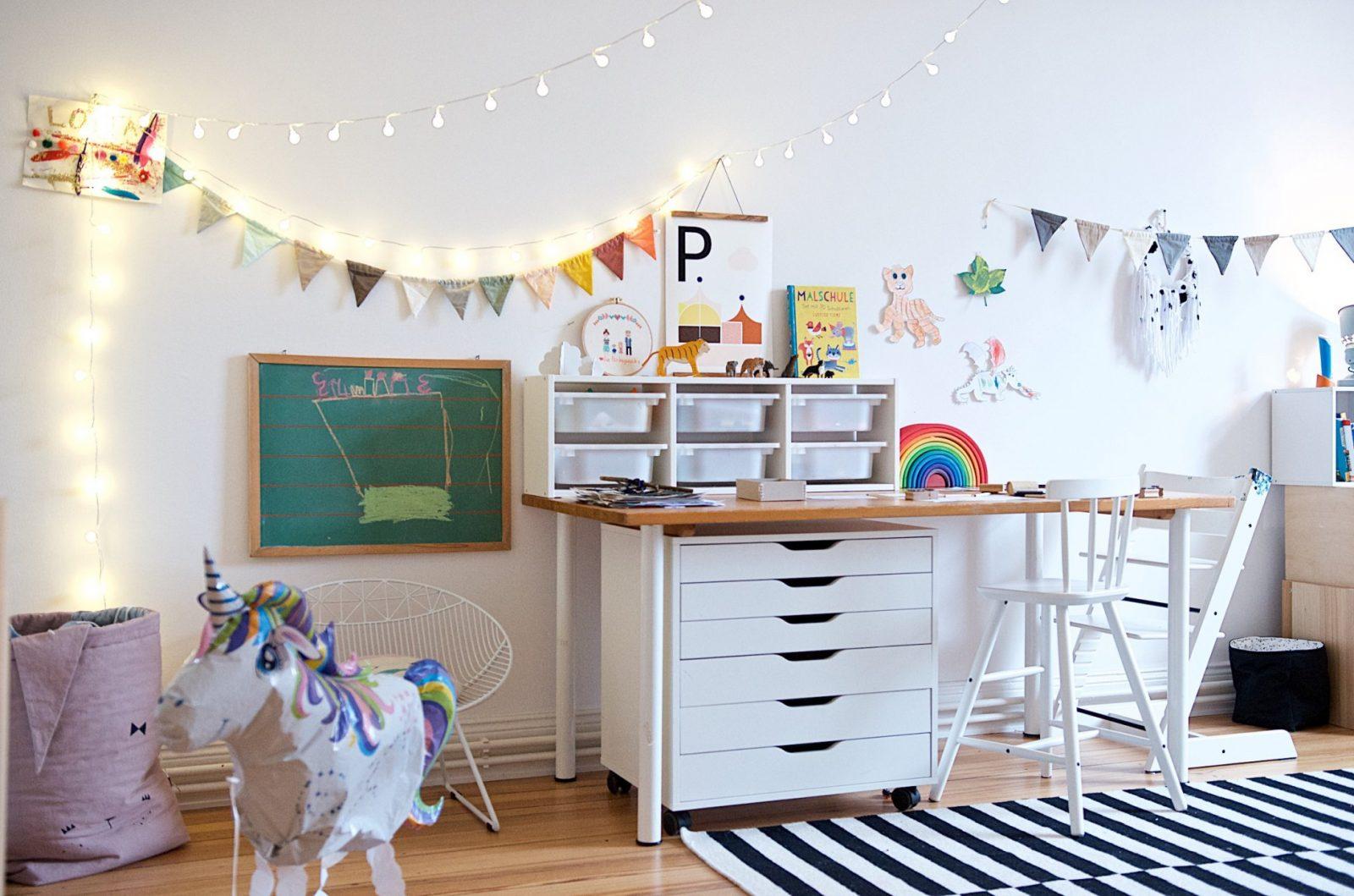 Ein Kunterbuntes Kinderzimmer Mit Ecken Für Alle Kinderbedürfnisse von Kleines Kinderzimmer Für Zwei Einrichten Bild