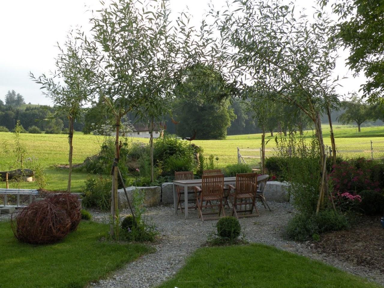 Ein Schweizer Garten Weiden  Von Pavillons Und Flechtereien von Weidengeflechte Für Haus Und Garten Photo