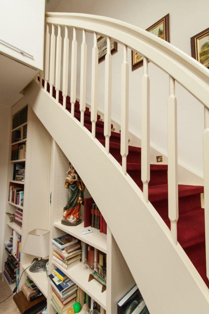 Einbauschrank Unter Treppe  Innenausbau Binder von Regal Für Unter Die Treppe Bild
