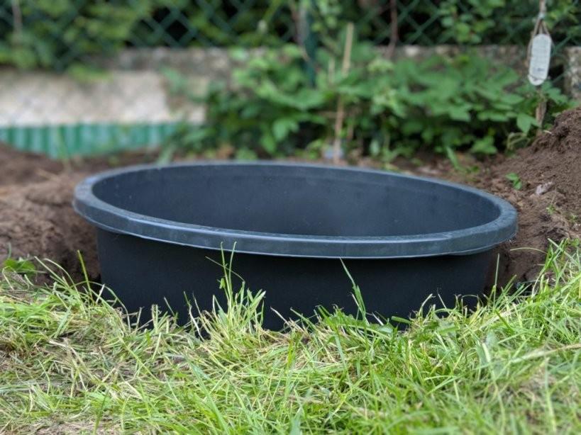 Einen Kleinen Hundepool Im Garten Selbst Bauen  Anlegen von Hunde Pool Selber Bauen Bild