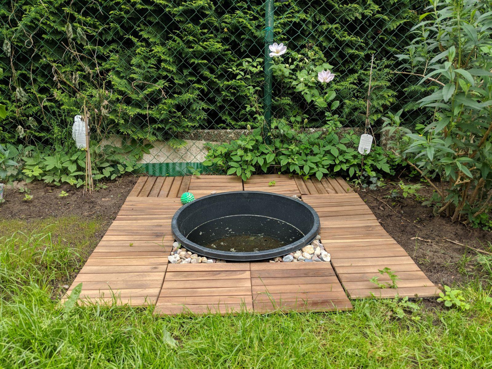 Einen Kleinen Hundepool Im Garten Selbst Bauen  Anlegen von Hunde Pool Selber Bauen Photo