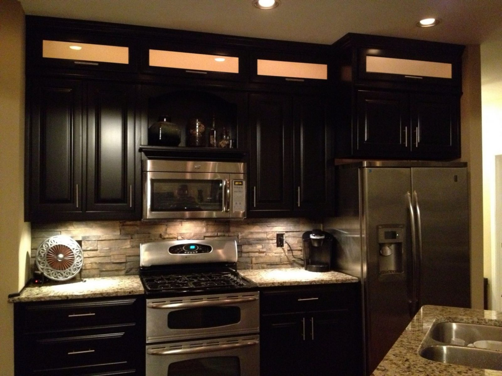 Espresso Cabinets Light Granite  Stacked Rock Backsplash With In von Backsplash For Espresso Cabinets Photo