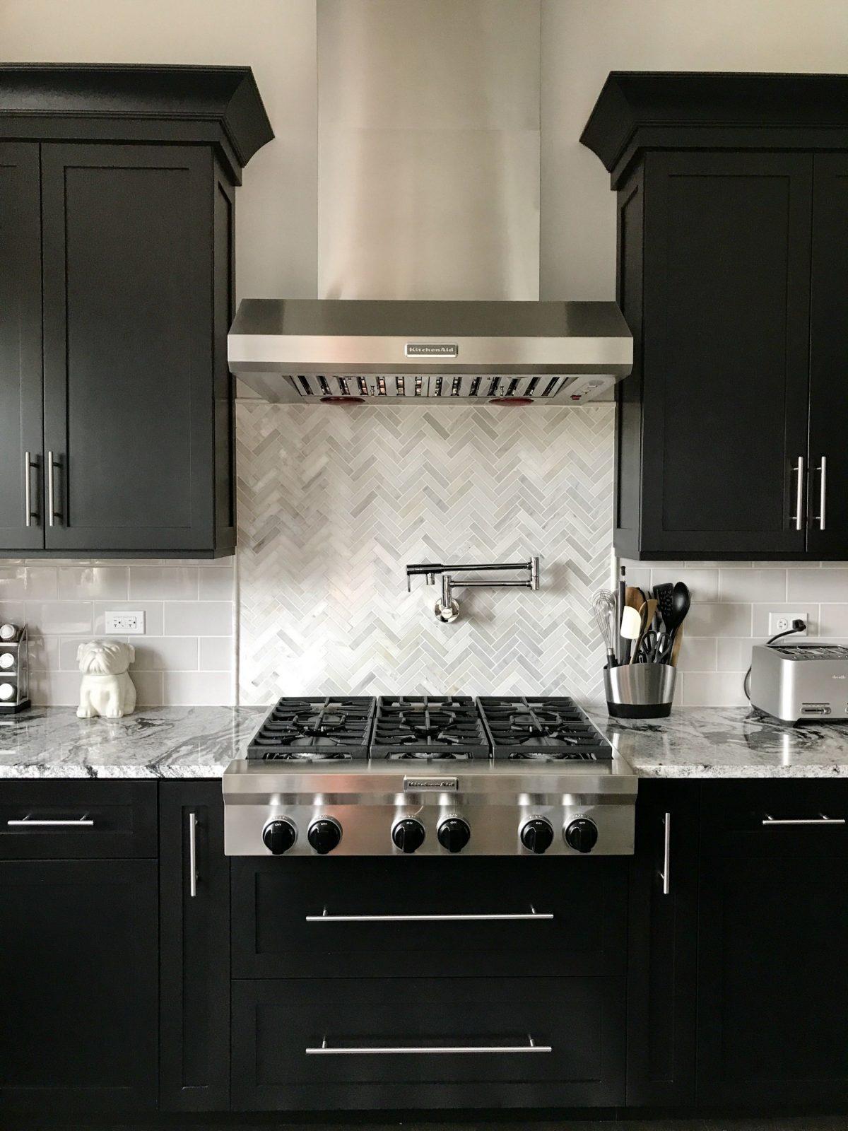 Espresso Cabinets With Light Grey Subway Backsplash Herringbone von Backsplash For Espresso Cabinets Bild