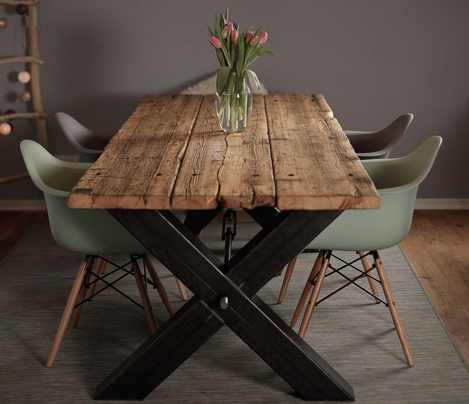 Esstisch Aus Gerüstbohlen Massivholz Industrial Design von Rustikaler Holztisch Selber Bauen Bild