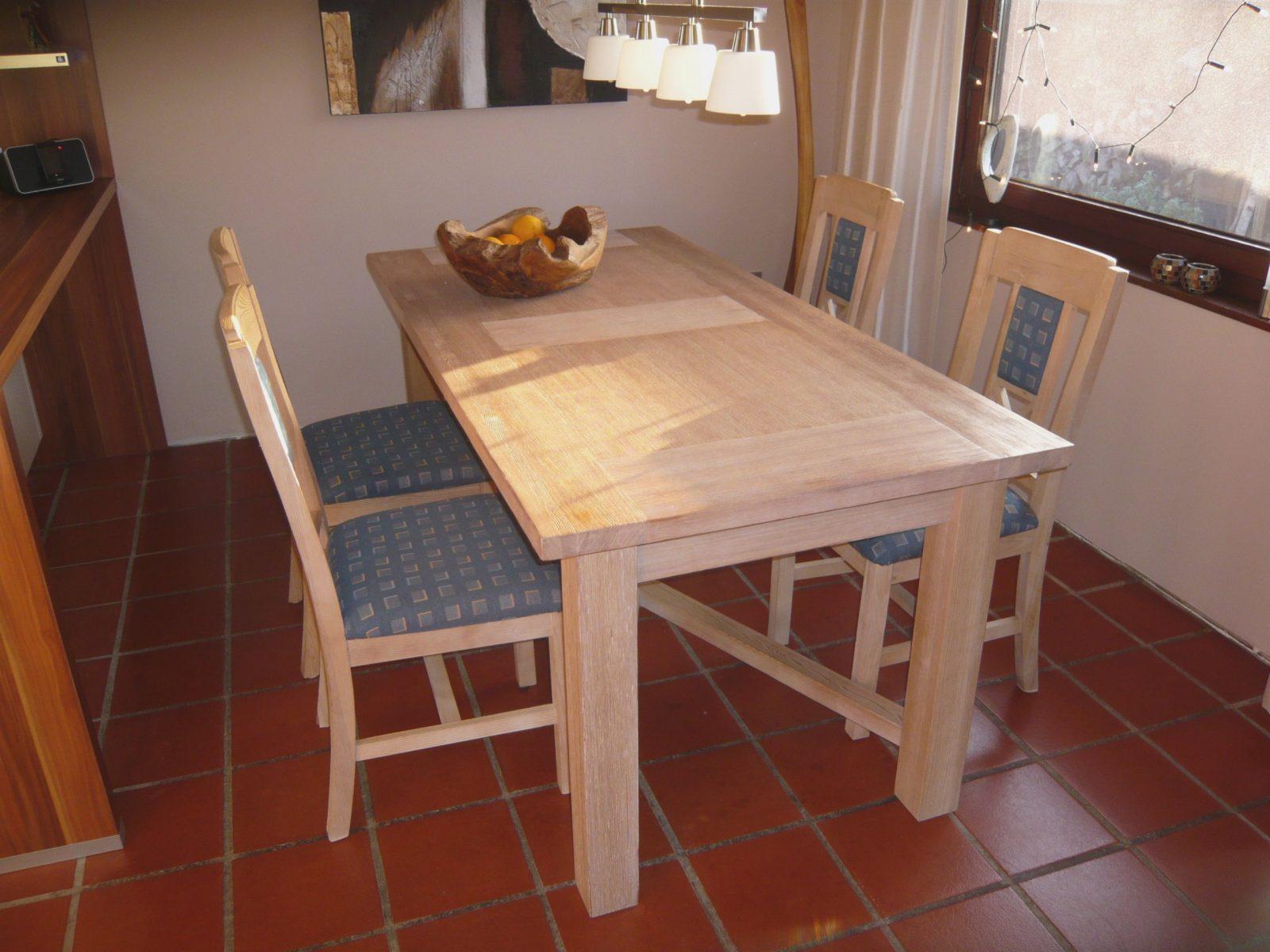 Esstisch Pinie Massivholz Inkl Stühle Gebürstet Und Gekälkt Höhe von Pinie Gekälkt Und Gebürstet Photo