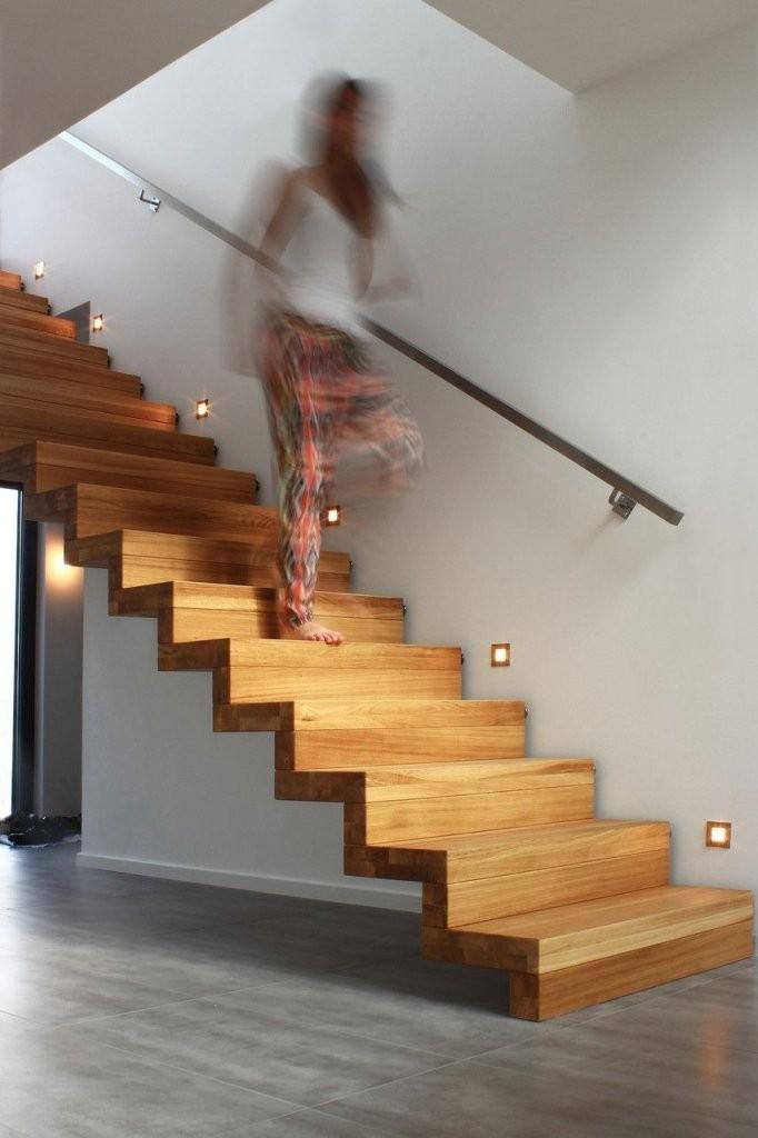Faltwerktreppe Eiche Massiv Mit Stufenbeleuchtung In Der Wand Und von Treppe An Der Wand Bild