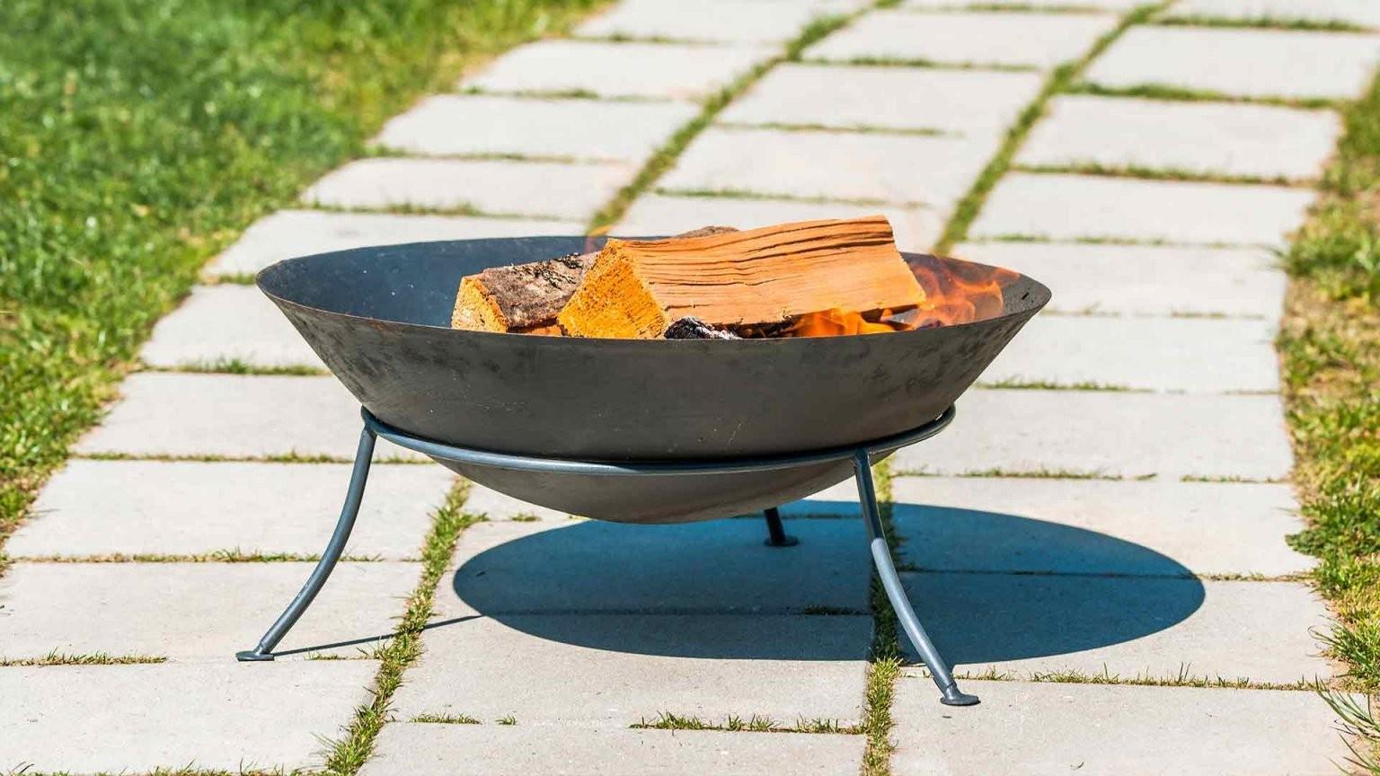 Feuer Im Garten Machen  Was Ist Erlaubt  Welche Möglichkeiten Gibt Es von Offene Feuerstelle Im Garten Erlaubt Bild