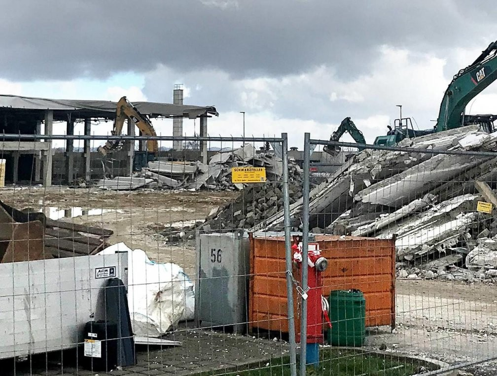 Finke Kassel Laden In Fuldabrück Fast Leer Geräumt  Teile von Finke Kassel Verkaufsoffener Sonntag Bild