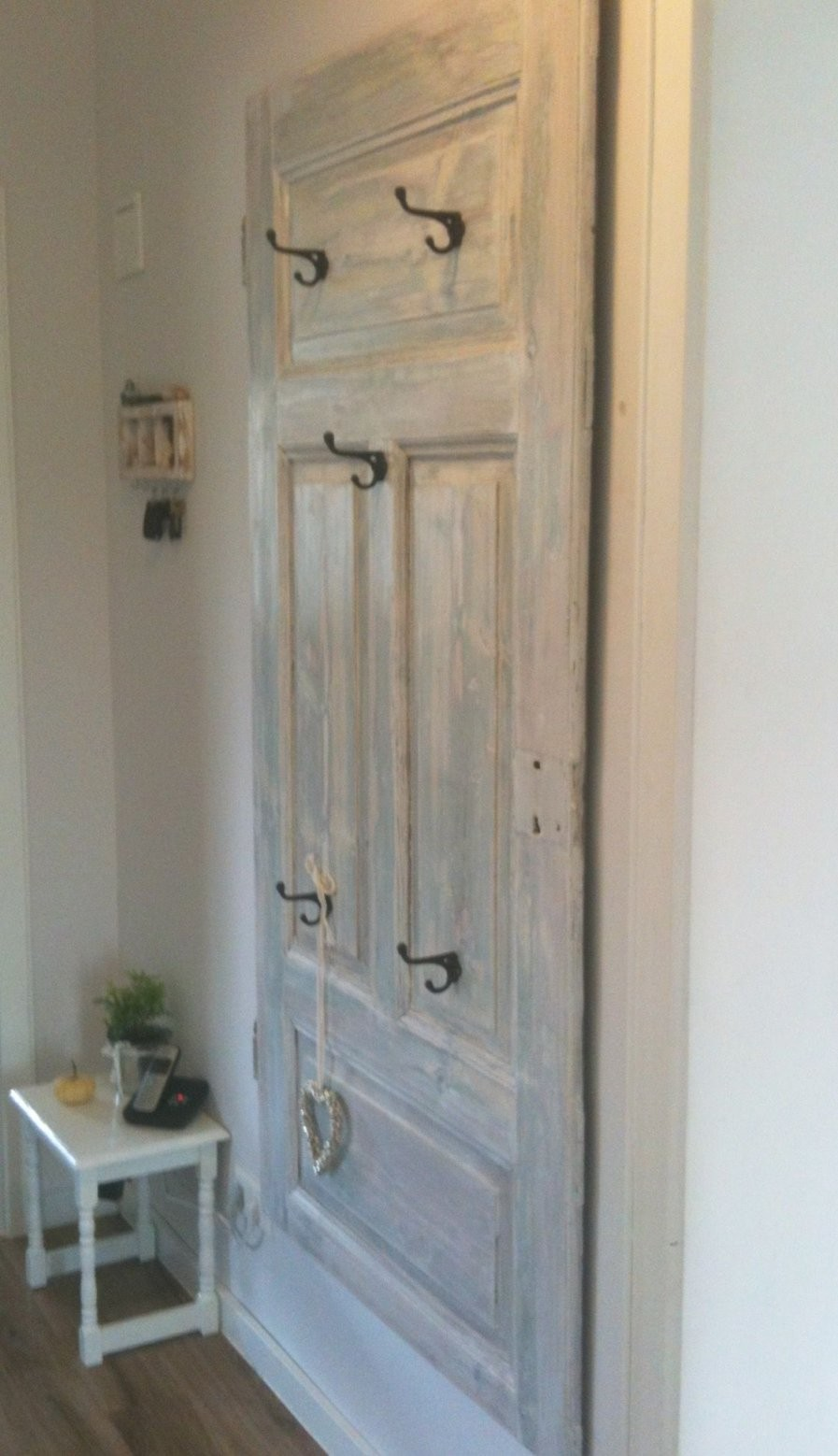 Garderobe Aus Alter Tür  Flur In 2019  Garderoben Aus Alten Türen von Shabby Chic Selber Machen Garderobe Bild