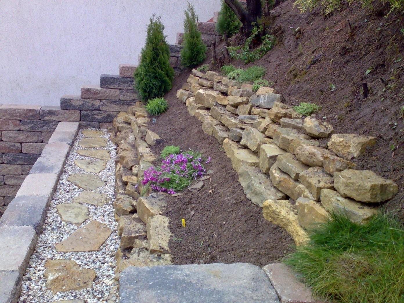 Garten Am Hang Gestalten Du Wirst Die Kommenden Jahre Lieben Von von Gartengestaltung Mit Steinen Am Hang Bild