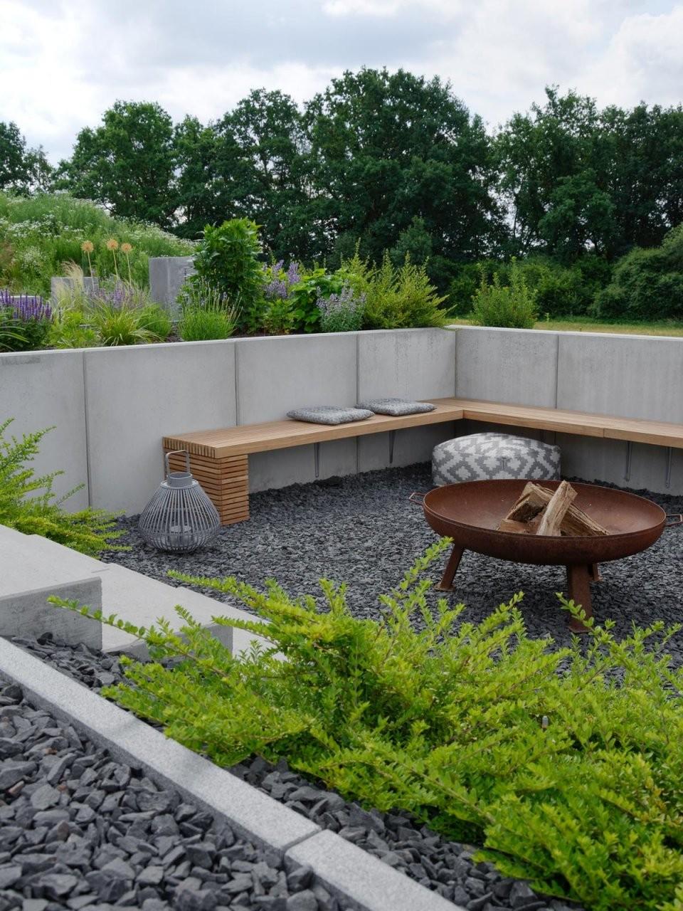 Garten  Die Neue Feuerstelle Und Lichtkonzept Im Garten  Mxliving von Feuerstelle Im Garten Bilder Bild