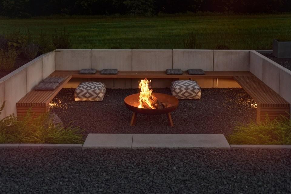 Garten  Die Neue Feuerstelle Und Lichtkonzept Im Garten  Mxliving von Feuerstelle Im Garten Bilder Photo