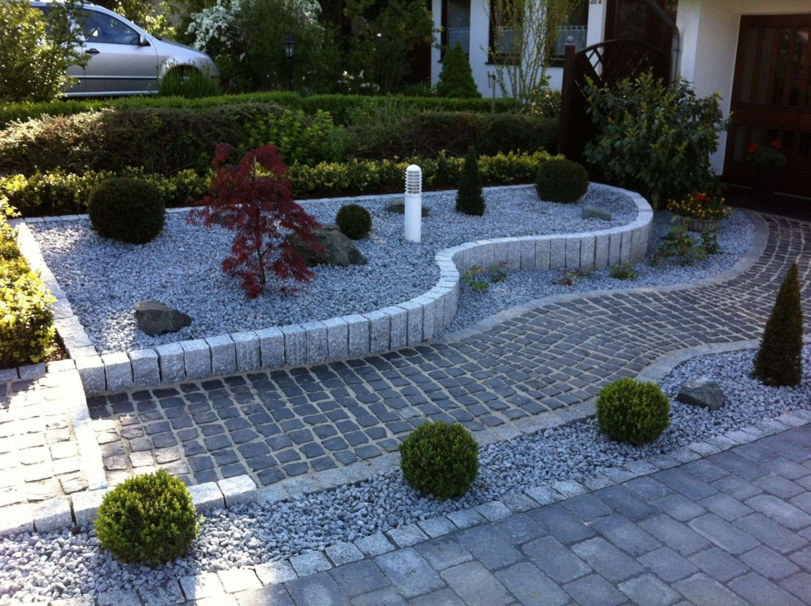 Garten Mit Kies Gestalten Bilder Designideen Von Blumenrabatte von Beet Mit Kies Gestalten Bild