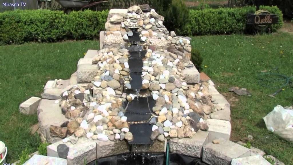 Gartengestaltung Ideen  Kleine Wasserfall Im Garten Bauen Video 3 von Teich Mit Wasserfall Selber Bauen Bild