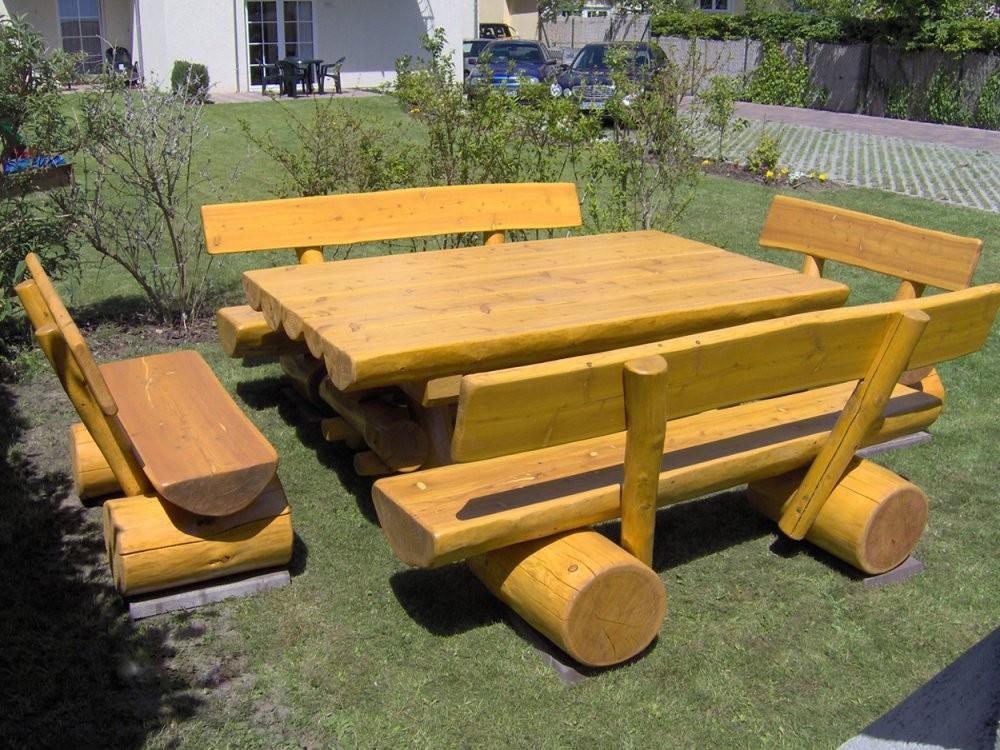 Gartenmöbelset Mit Gartentisch Und 4 Gartenbänken Aus Holz von Rustikale Holz Gartenmöbel Aus Polen Bild
