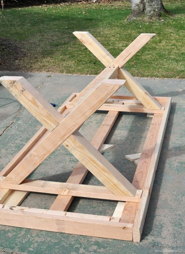 Gartentisch Selber Bauen Herstellung Der Beinen  Esstische Rustikal von Rustikaler Holztisch Selber Bauen Bild
