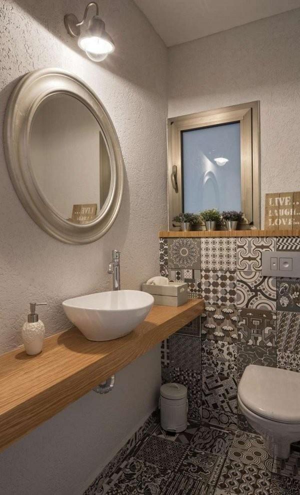 Gäste Wc Mit Muster Fliesen Und Holzwaschtisch  Haus  Bad von Gäste Wc Fliesen Gestaltung Photo