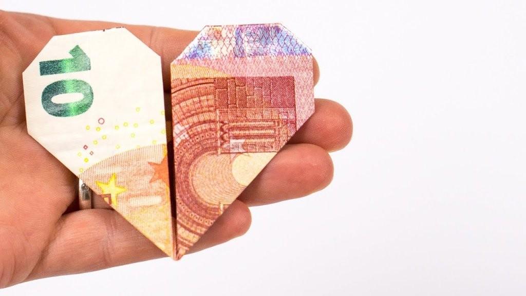 Geld Falten Herz Ein Kreatives Hochzeitsgeschenk Aus Geld Basteln von Geldschein Als Herz Falten Bild