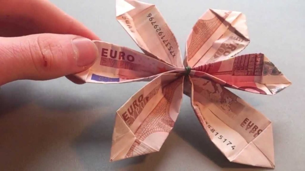 Geld Zur Blume Falten  Anleitung von Blumen Basteln Aus Geld Photo