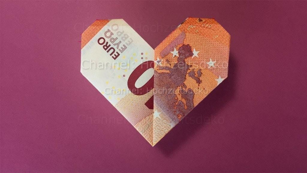 Geldscheine Falten Herz  Geld Falten Herz Zum Geldgeschenke Basteln von Geldschein Als Herz Falten Bild