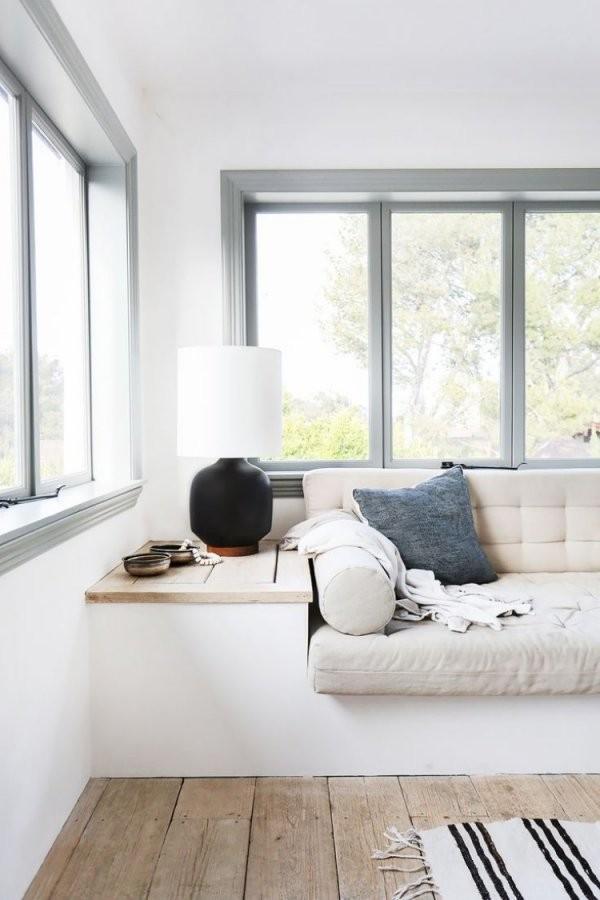 Gemütliche Sitzbank Am Fenster – Helle Leseecke Einrichten von Fenster Sitzbank Über Heizung Bild