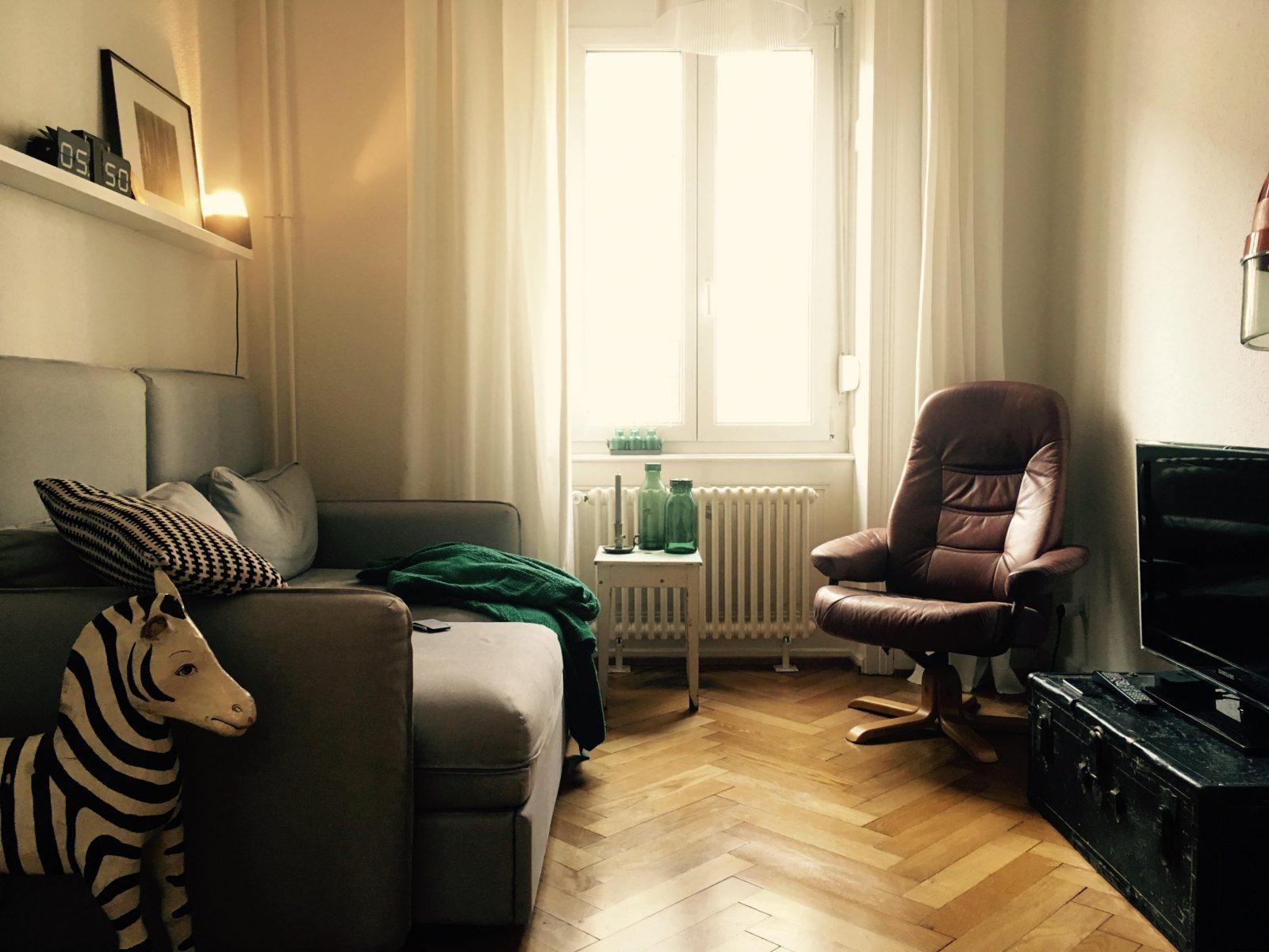 Gemütliches Wohnzimmer So Schaffst Du Eine Kuscheloase von Wie Gestalte Ich Mein Wohnzimmer Gemütlich Bild