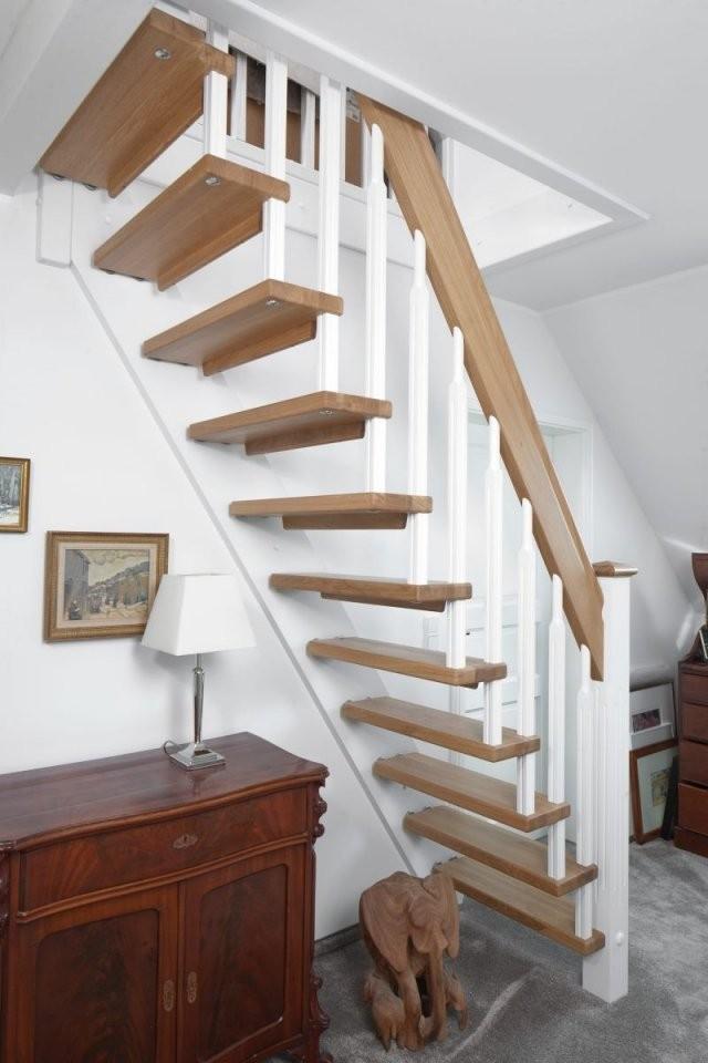 Gerade Freitragende Treppe Als Raumspartreppe Gebaut; Stufen Und von Freitragende Treppe Selber Bauen Photo