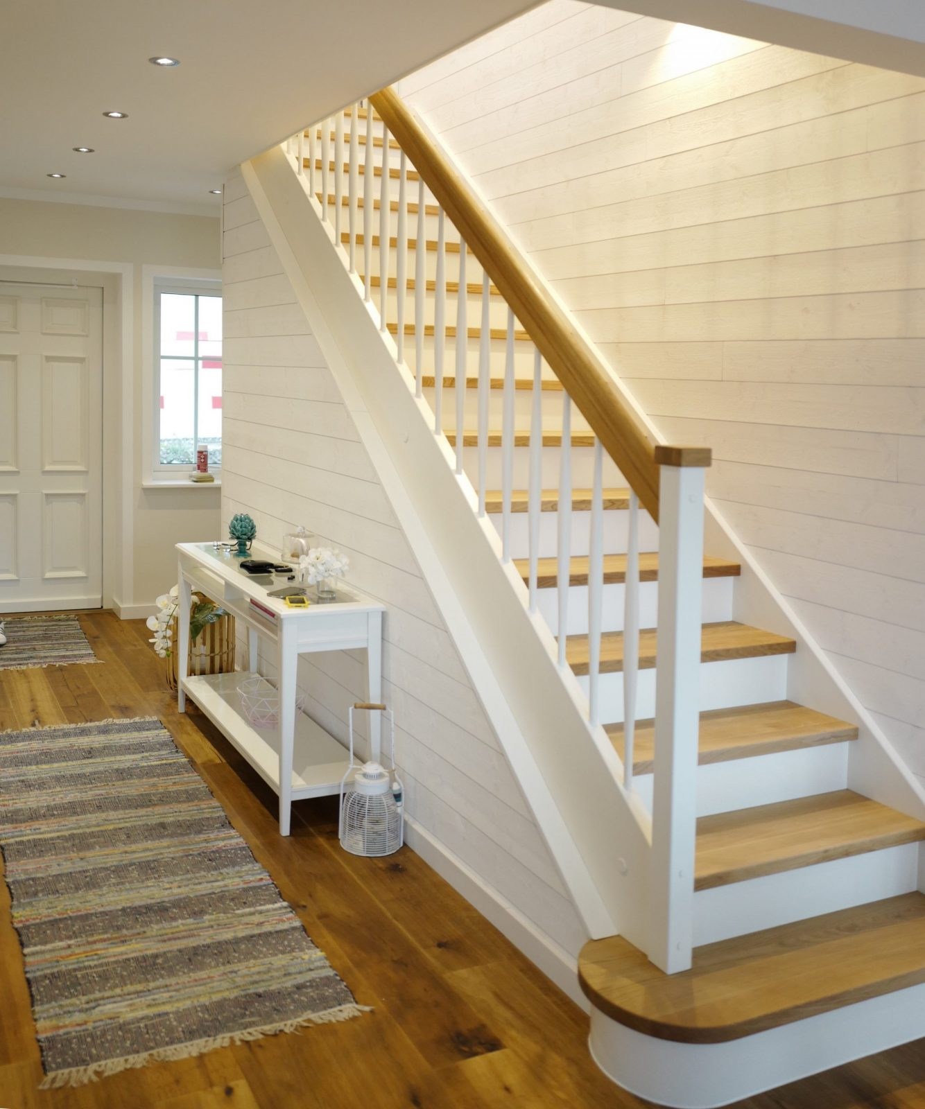 Gerade Weiße Treppe Im Beachhaus  Stairs In 2019  Treppe Weiß von Gewendelte Treppe Fliesen Anleitung Photo