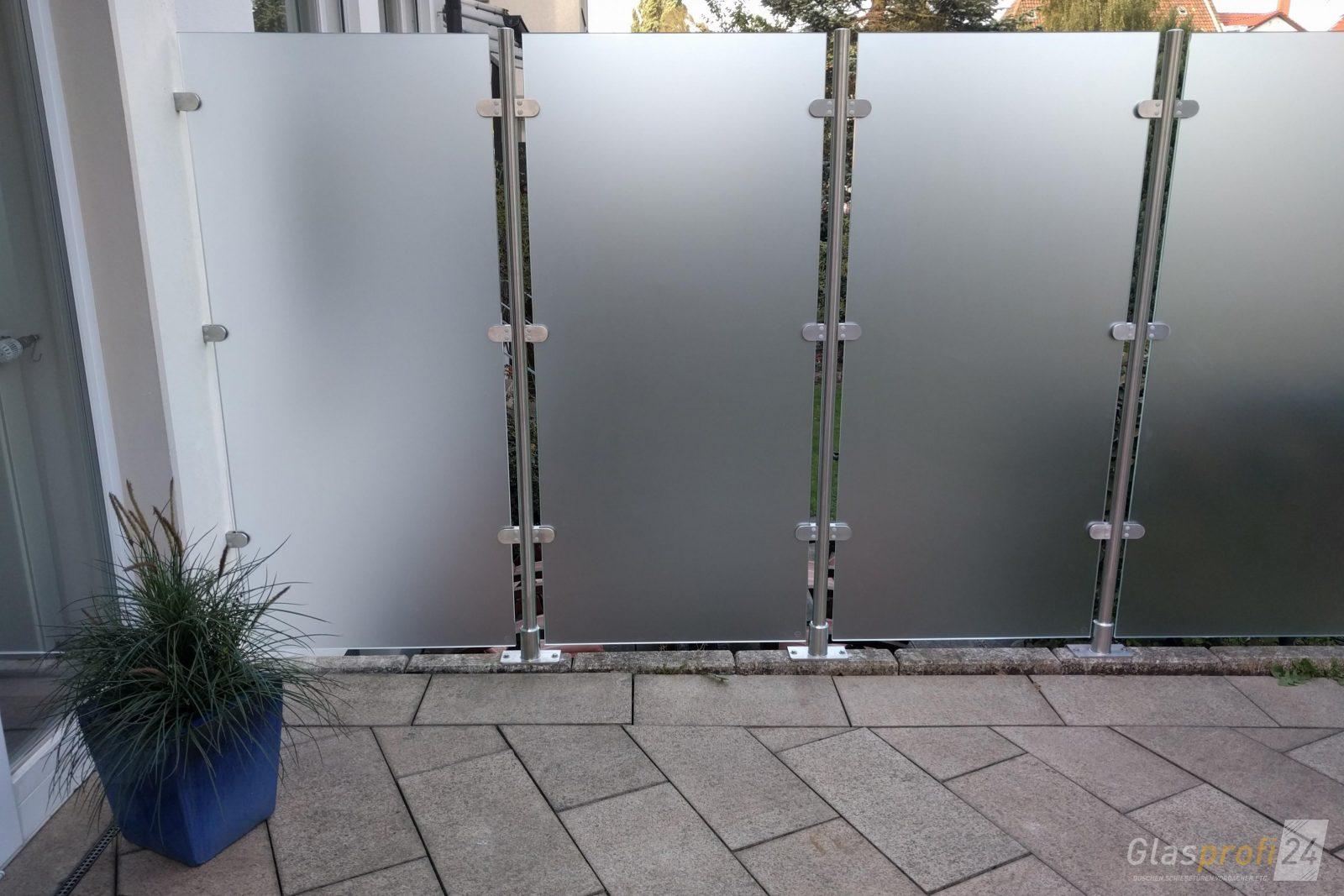 Glaszaun Transvent Als Sichtschutz Im Garten  Glasprofi24 von Edelstahl Zaun Aus Polen Bild