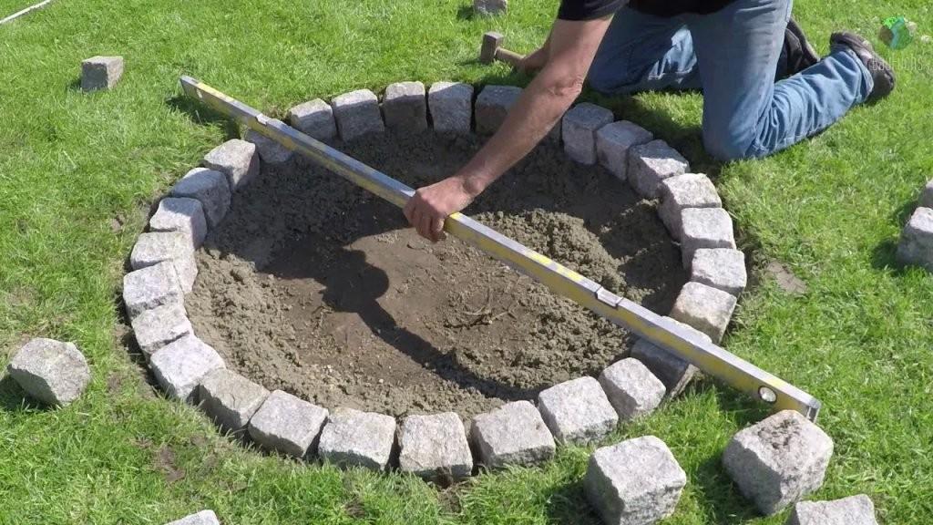 Granit Feuerstelle Selber Bauen  Einfach Und Schnell Diy  Youtube von Garten Feuerstelle Selber Bauen Bild