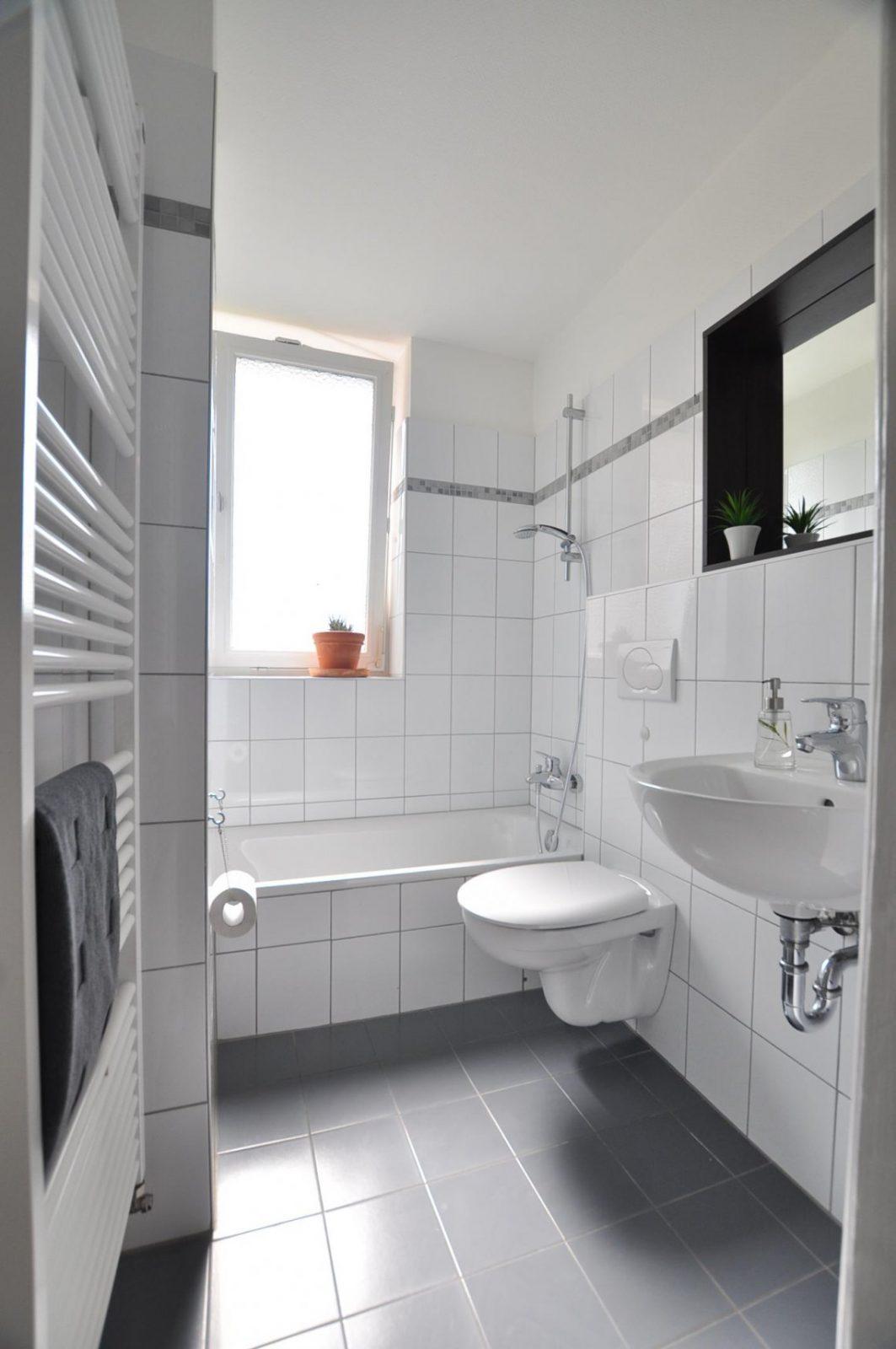 Graue Fliesen • Bilder  Ideen • Couch von Bad Grau Weiß Gefliest Bild