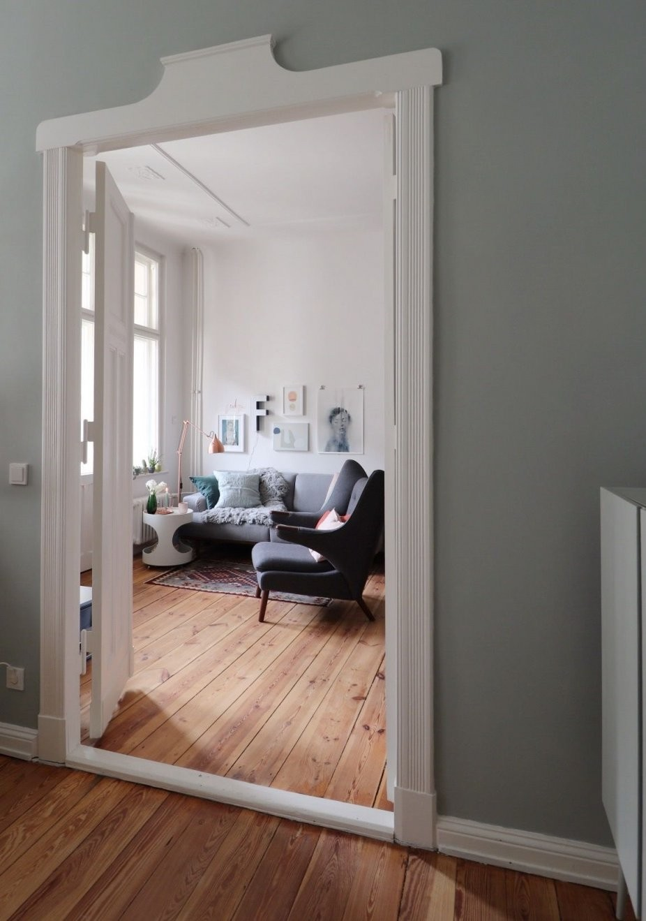 Graue Sofas Ideen Für Dein Wohnzimmer von Graues Sofa Welche Wandfarbe Photo