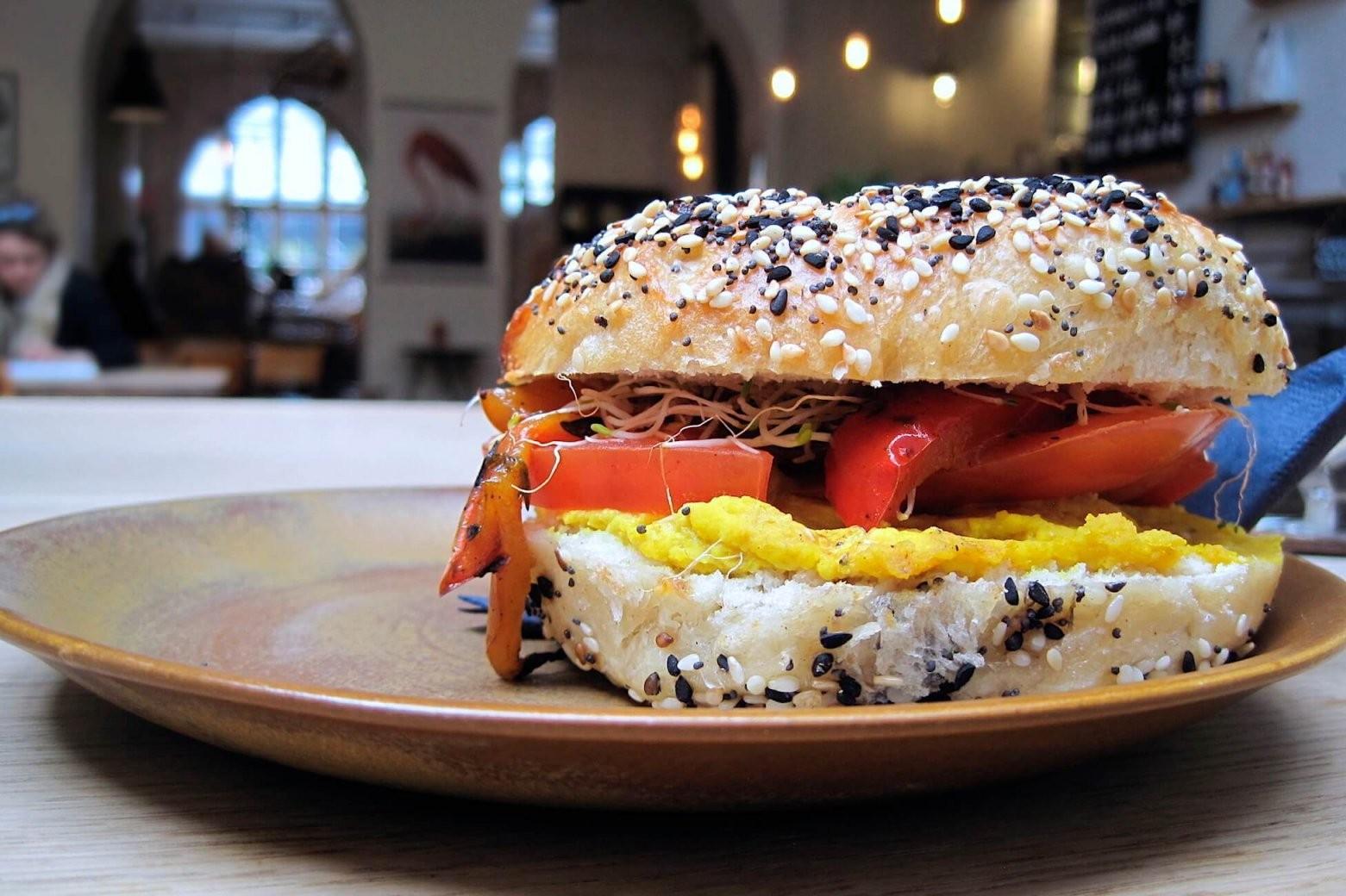 Hallesches Haus  Vegan Cake And Lunch Specials In Berlin Kreuzberg von Poco Einrichtungsmarkt Berlin Kreuzberg Bild