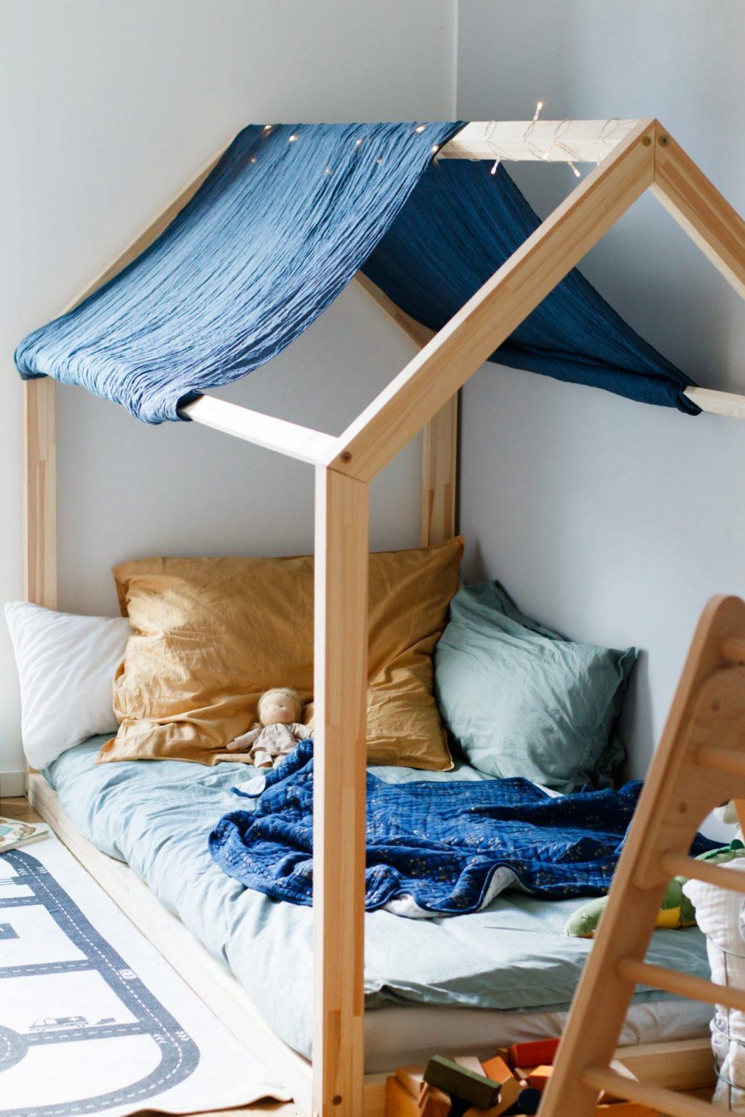 Hausbett Für Kinder  Floor Bed Nach Maria Montessori von Kinderbett Selber Bauen Haus Photo