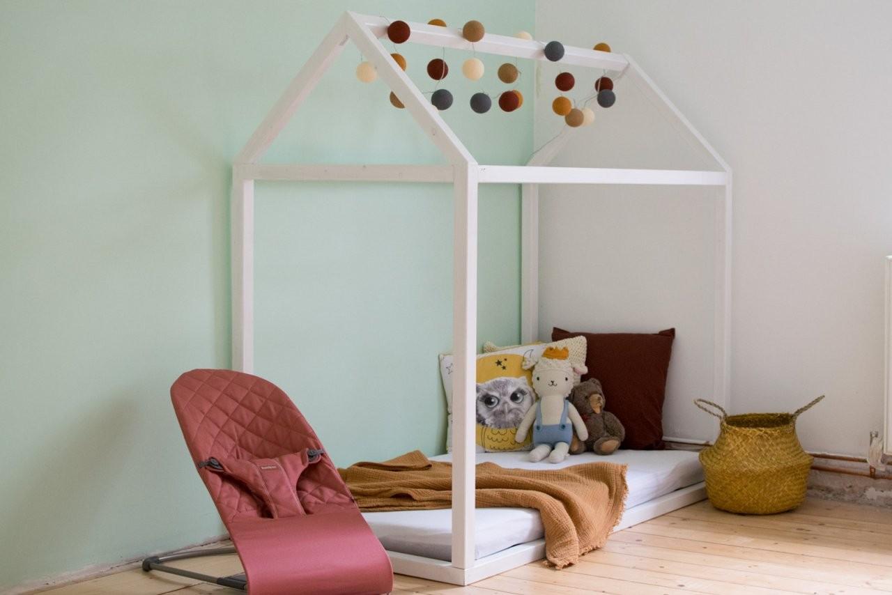 Hausbett Selbst Bauen  Bauanleitung Für Ein Kinder Floor Bed von Kinderbett Selber Bauen Haus Bild