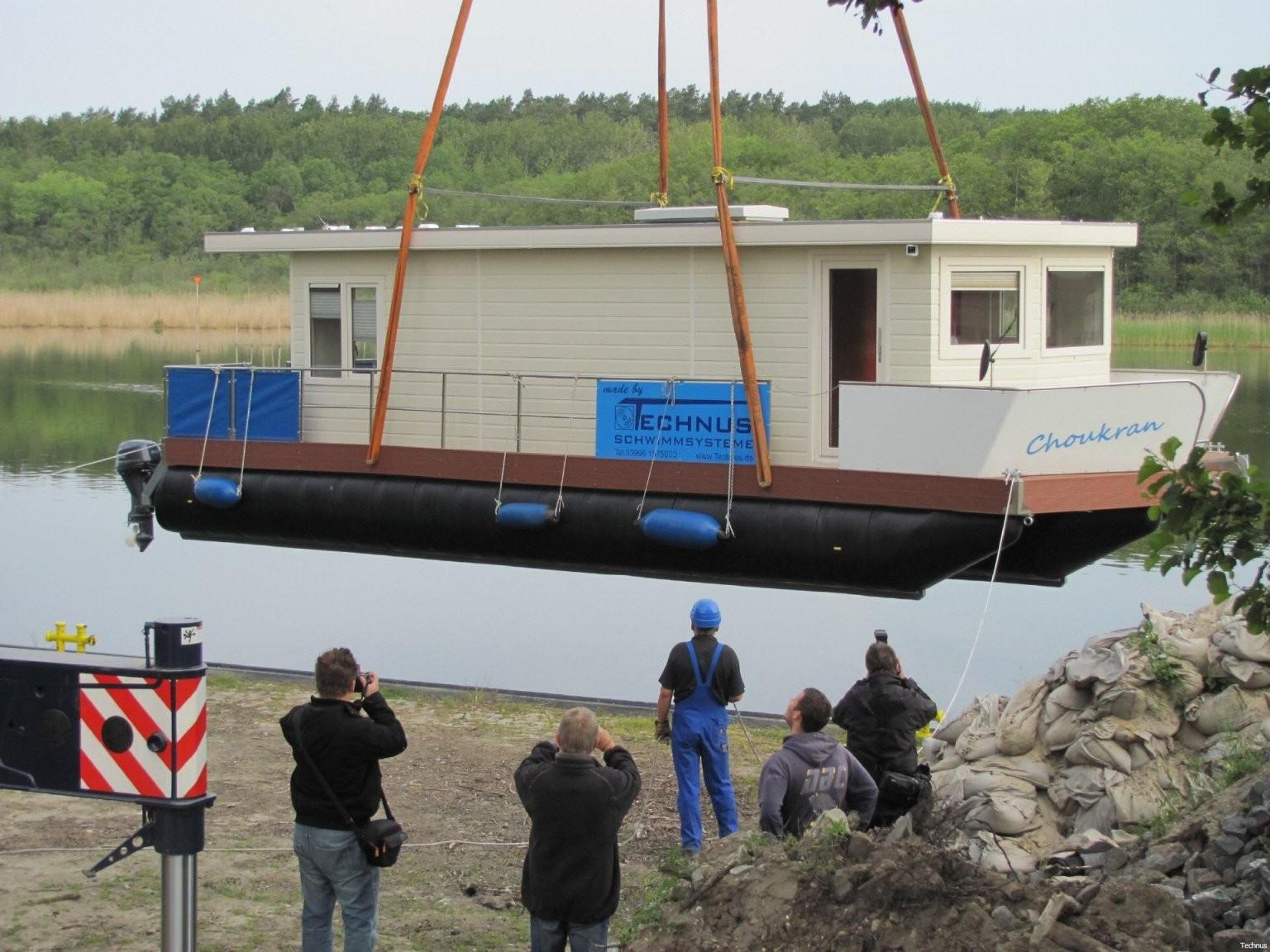 Hausboote  Pontonschwimmkörper Und Wasserfahrzeuge Wohnen Auf Dem von Ponton Hausboot Selber Bauen Bild