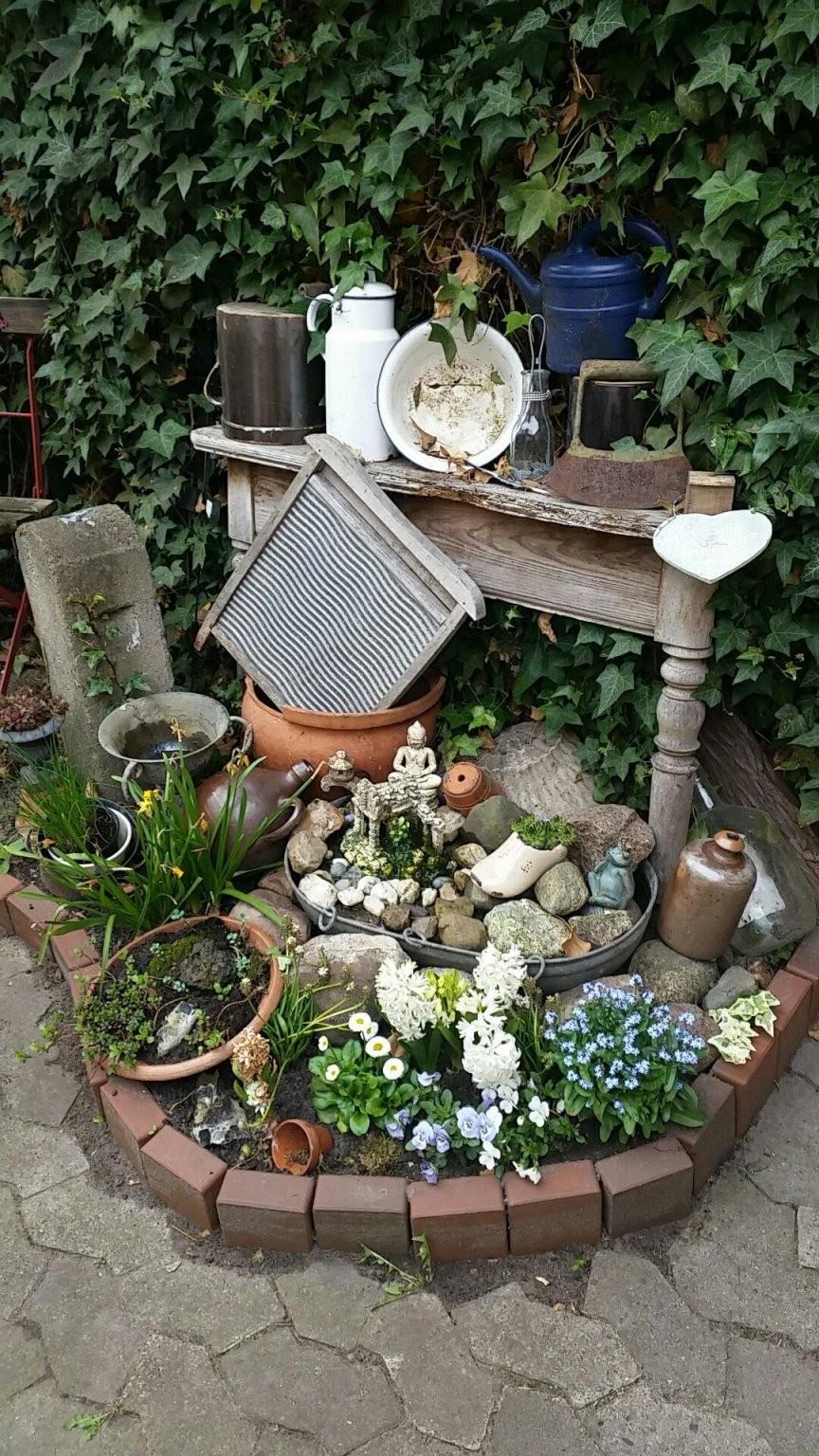 Hofbeet Eine Niereförmige Saatschale Und Fertig Ist Der Kleine Für von Kleinen Brunnen Selber Bauen Photo